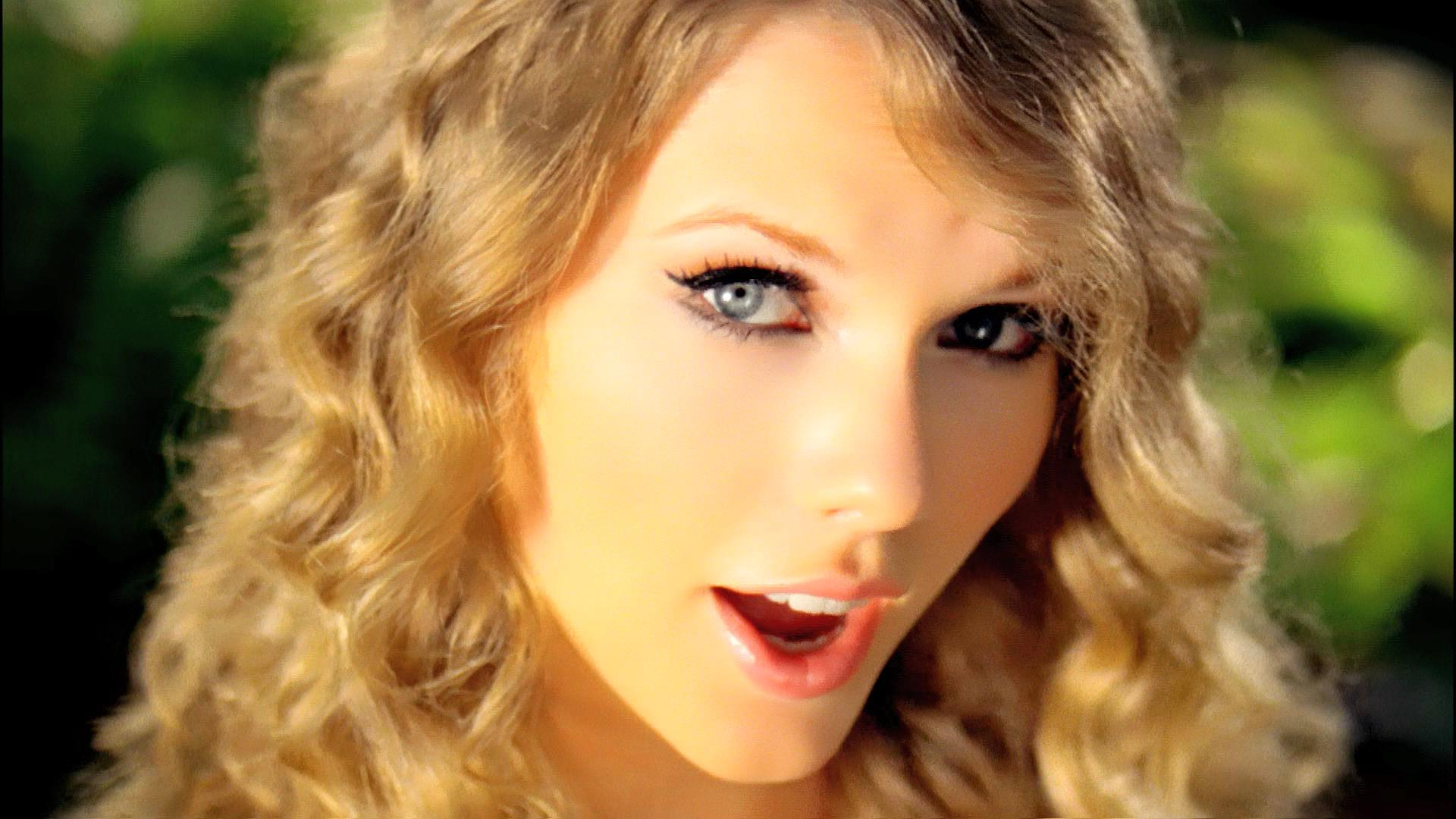Taylor-swift-beautiful-pic