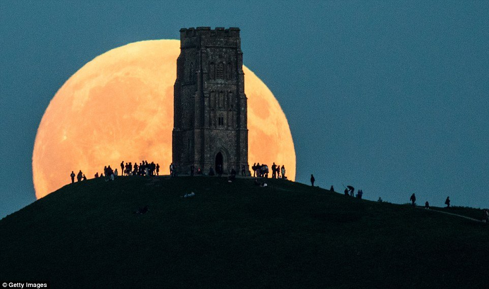 supermoon-behind-glastonbury