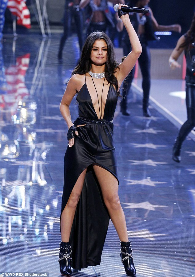 selena-gomez-at-victoria-fashion-show