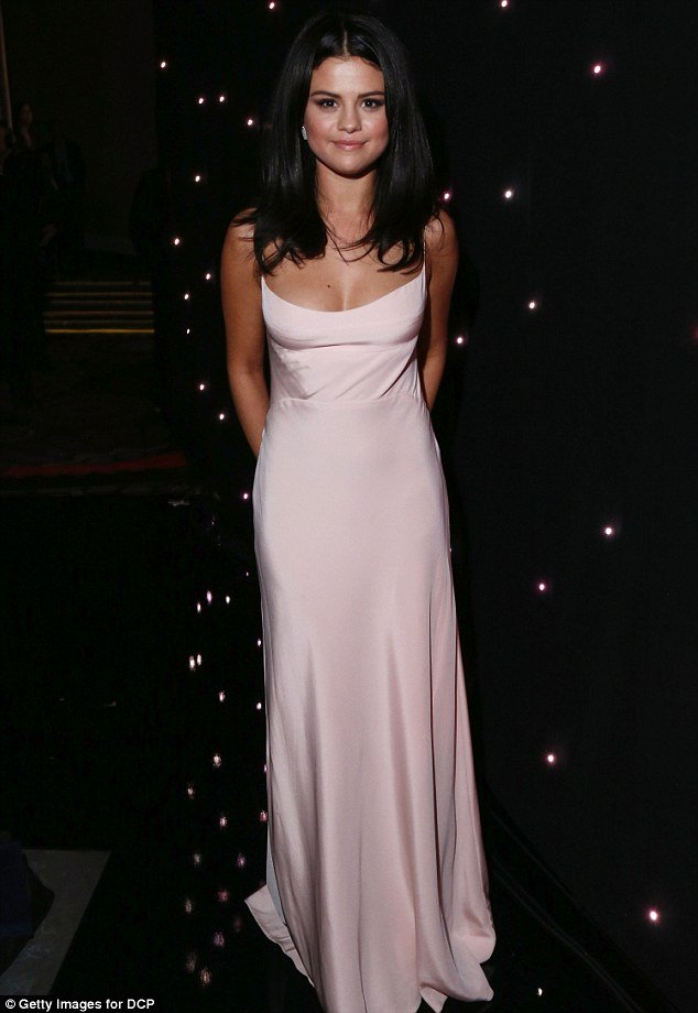 selena-gomez-in-hollywood-film-festival