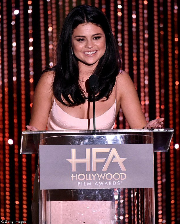 selena-gomez-in-hollywood-film-festival2