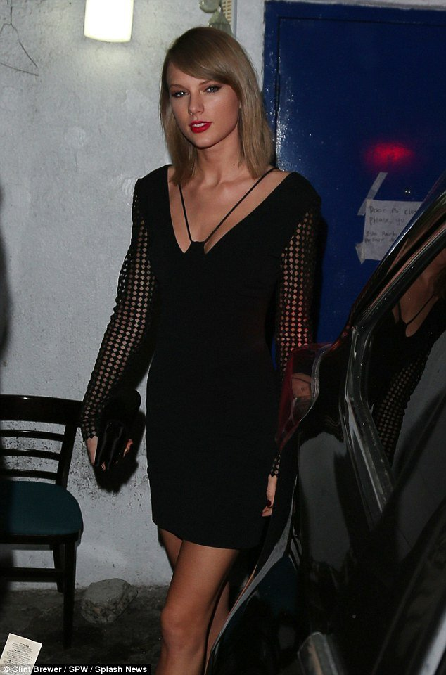taylor-swift-black-dress1